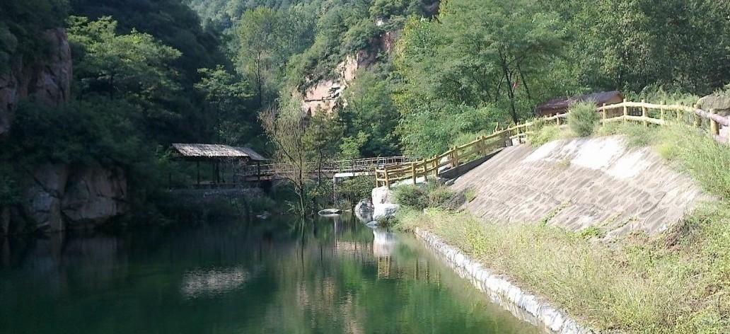 爬山 速降 背摔 野炊  风景介绍;滚龙沟自然风景区,距省会石家庄80